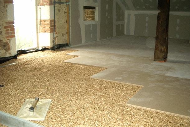 Les chapes sèches sont particulièrement adaptées à la rénovation des planchers bois dans le bâti ancien. [©Granuland]