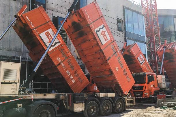 La centrale mobile associe fabrication et livraison de la chape, directement sur le chantier. [©Technisol]