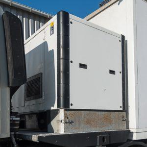 Un groupe électrogène assure l'alimentation en énergie du camion. [©ACPresse]