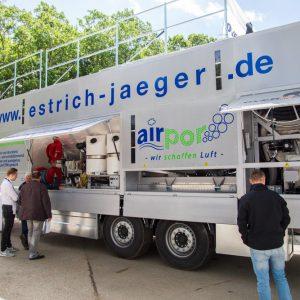Le fournisseur de chapes allégées Airpor mise sur une flotte Overmat. [©Bau-Messe Feuchtwangen EPF]