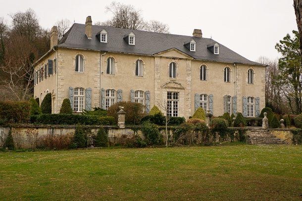 Le château de Langladure bénéficie d'une vue panoramique sur la vallée environnante. [©De Vicari]