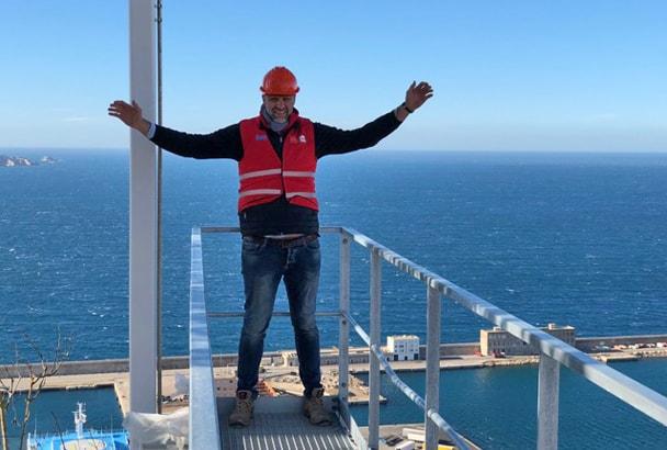 """Sur la tour """"La Marseillaise"""", l'équipe de chapistes de Technisol est montée à 135 m de haut. [©Technisol]"""