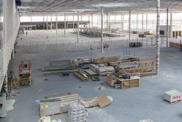 Le bâtiment de jonction entre les terminaux Sud et Ouest de l'aéroport d'Orly se développe sur plus de 80 000 m2 de surface. [©ACPresse]