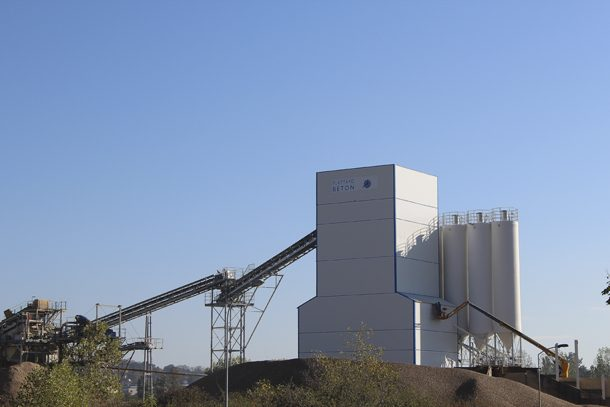 Sur les 4 centrales possédées par le groupe Plattard, implanté en en région Auvergne - Rhône-Alpes, deux produisent aujourd'hui de la chape fluide ciment : celle de Guéreins, et celle de Certines. [©Plattard]