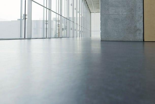 Les sols en chape fluide à base de sulfate de calcium autorise un fractionnement jusqu'à 1 000 m2. [©Anhydritec]