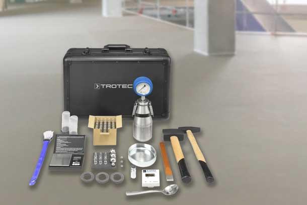 Coffret bombe à carbure Trotec, permettant de mesurer le taux d'humidité résiduelle des chapes et autres revêtements. [©Trotec]
