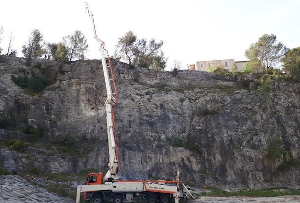 Seule l'intervention d'une pompe à béton a permis la réalisation du chantier. [©Cemex]