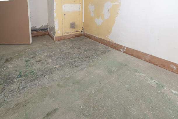 L'intervention de l'entreprise Ser débute une fois les sols désamiantés et débarrassés de leur ancien revêtement. [©ACPresse]