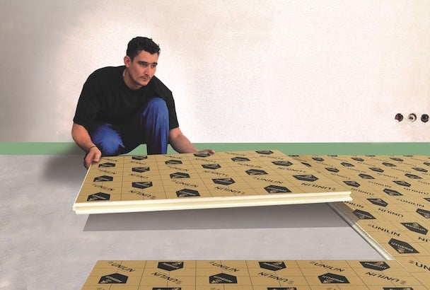 L'Utherm Floor Confort dB se met en oeuvre par simple emboitement des plaques [©Unilin]
