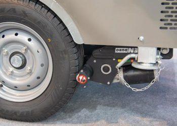 Le système Mover de Priomix se monte au niveau des roues de la remorque pour permettre de la manœuvrer sur chantier sans effort. [©ACPresse]