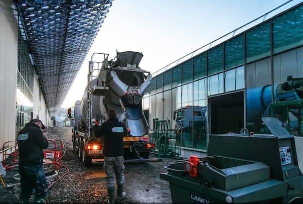 Près de 70 000m2 seront coulés pour le Steel, ici 1500 m2 ont été mis-en-œuvre en fin d'année. [©Satibat Chape]