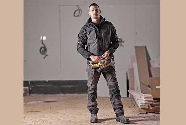 Dickies Workwear lance sa nouvelle gamme Flex, dont le pantalon de travail Universal Flex. [©Dickies Workwear]