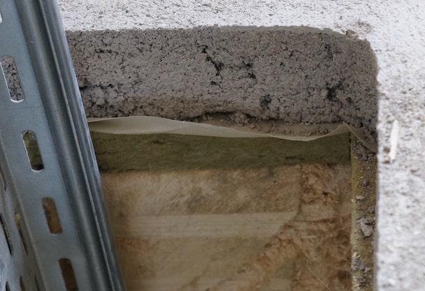 2 – Le Weber, sur le campus de l'université Paris X à Nanterre, est un bâtiment administratif novateur livré en 2015 par l'architecte Pascal Gontier en maximisant le recours aux panneaux en CLT. Cela dit, en plancher, la performance du bois massif est complétée par celle d'une chape de 50 mm désolidarisée et coulée sur résilient. [©JT]