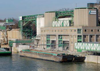 A Paris, des eaux chargées issues du recyclage des bétons se sont déversées dans la Seine depuis la centrale Lafarge France de Bercy. [©ACPres