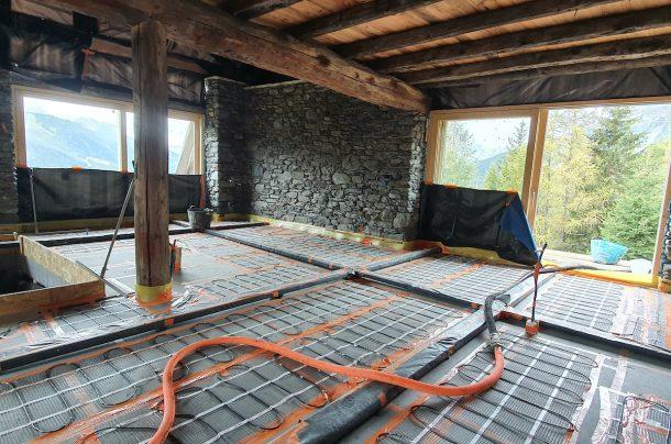 Le plancher est un plancher chauffant rayonnant électrique. [©Savoie Chape]
