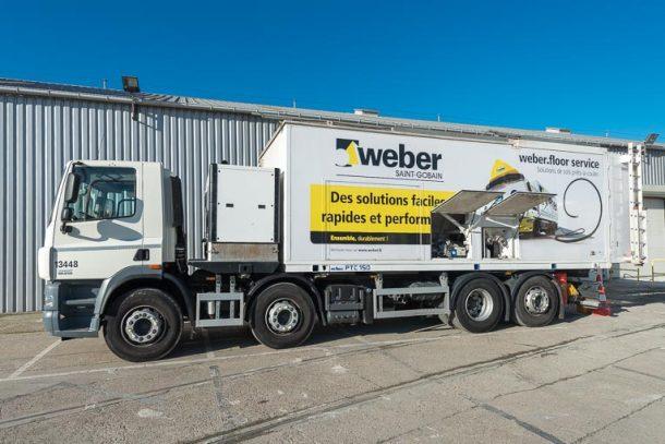 Le Weber truck permet la production in situ des chapes de la marque. [©Saint-Gobain Weber]