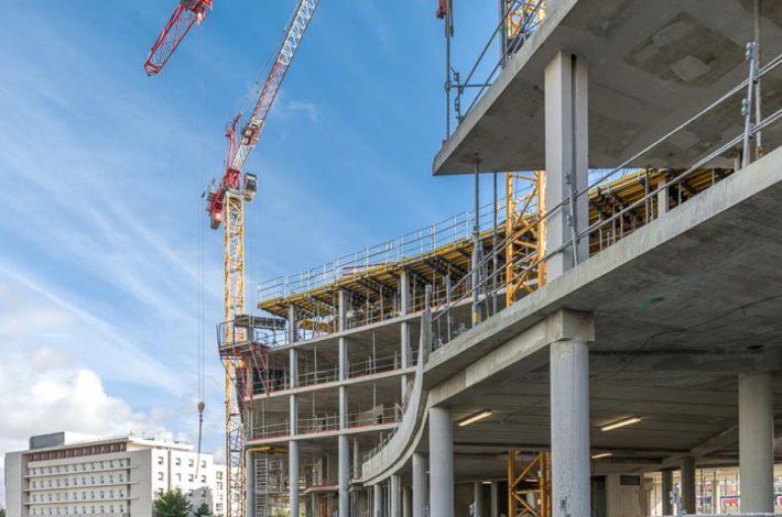 L'année 2020 a vu un recul de 14,7 % des permis de construire. [©ACPresse]