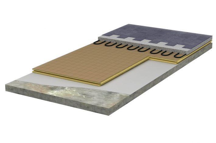 Un assemblage classique panneaux PU et sous-couche isolante acoustique. [©Iko Enertherm]